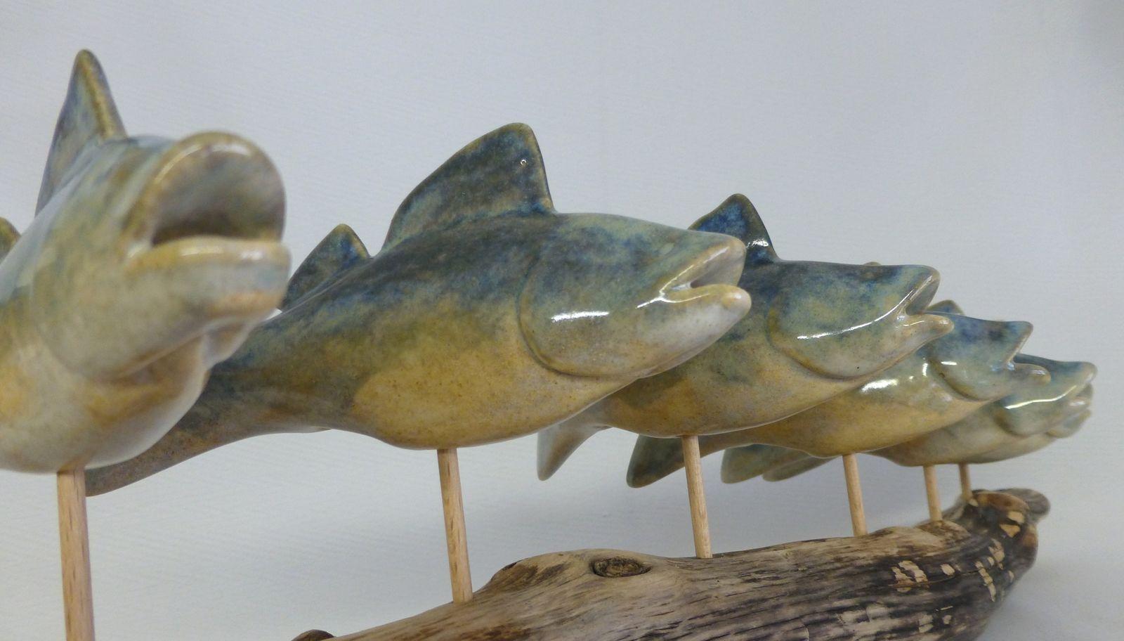 Keramikfische auf Schwemmholz (Glasiert)
