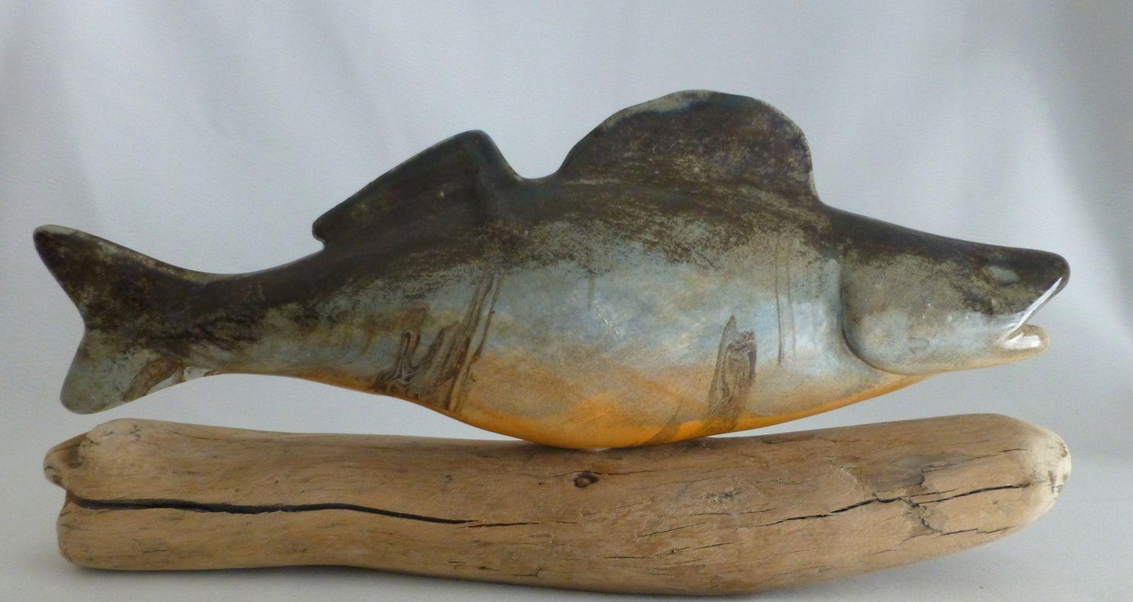 Grosser Keramikfisch auf Schwemmholz (Glasiert)