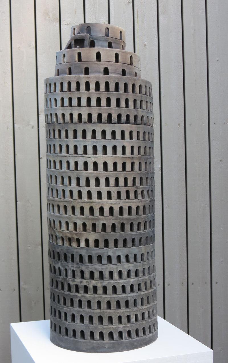 Turmbau zu Euro (Babel), Ton, Rohbrand und Rauchbrand, D 33 cm Höhe 95 cm