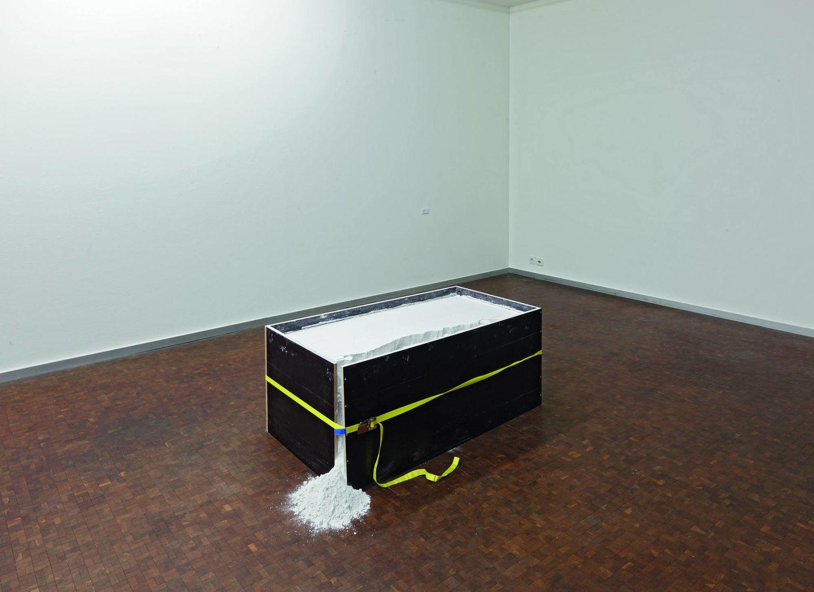 Bring nothing into focus, Gibspulver und Spanplatten, 2013