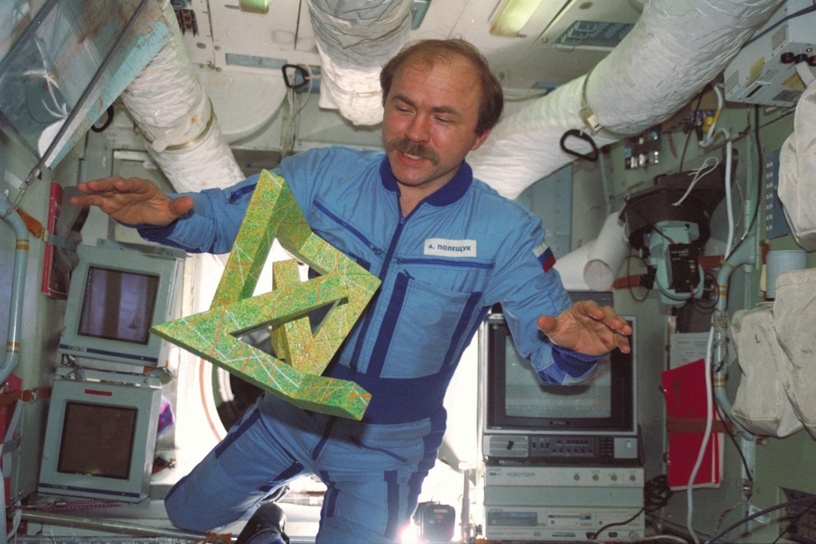 Cosmic Dancer auf der Raumstation Mir