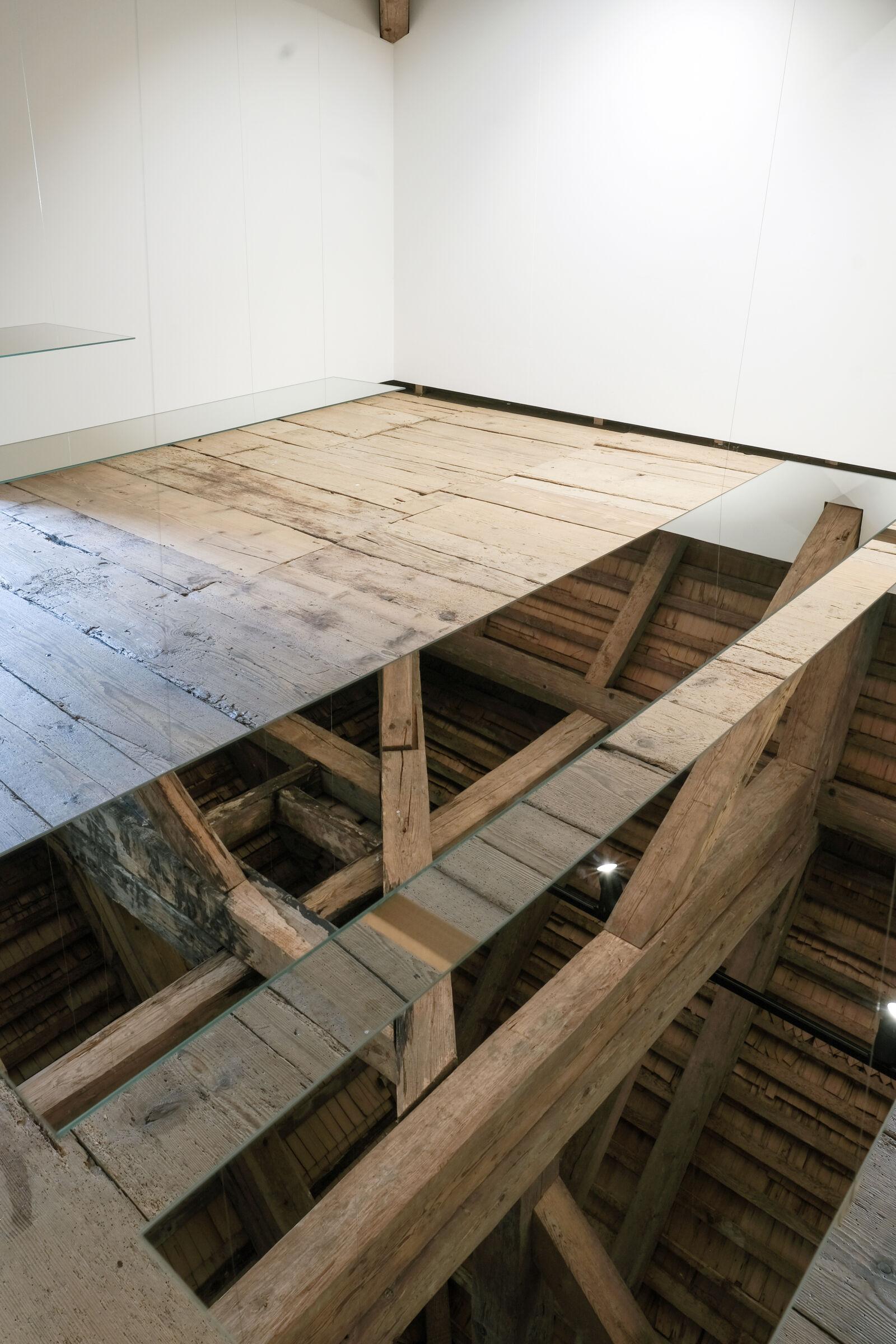 Vertigo, 15 Sequenzen, Installation im Dachstock Querschiff der Propstei St. Peterszell